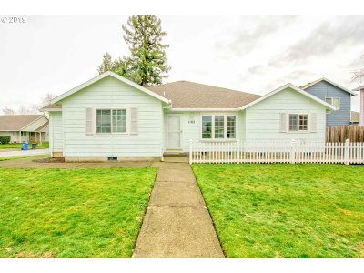 Single Family Home For Sale: 1102 Marylynn Way