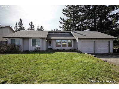 Oregon City Single Family Home For Sale: 11652 Salmonberry Dr