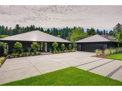 Lake Oswego Single Family Home For Sale: 17675 Cardinal Dr