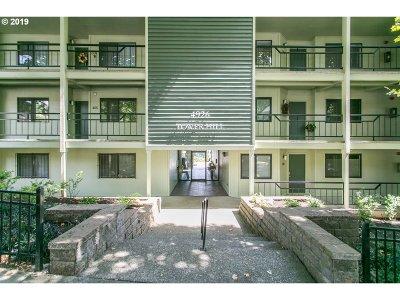 Condo/Townhouse For Sale: 4926 SW Corbett Ave #101