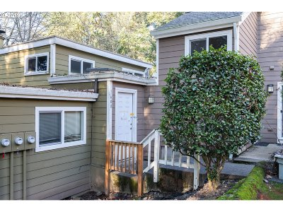 West Linn Condo/Townhouse For Sale: 1608 Village Park Pl