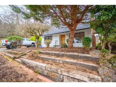 Portland Single Family Home For Sale: 7105 SE Lincoln St