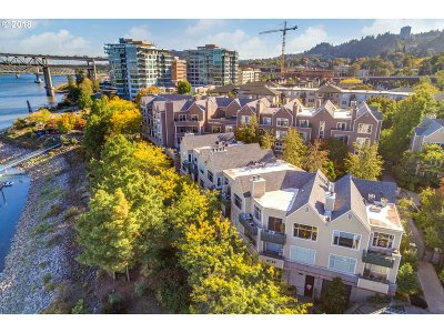 Condo/Townhouse For Sale: 225 SW Montgomery St #G-9