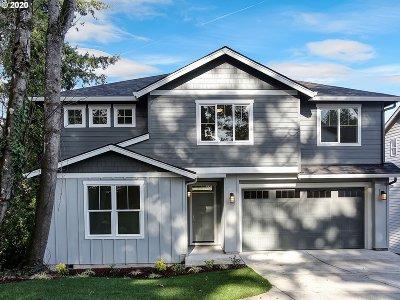Portland Single Family Home For Sale: 15642 NE Clackamas Ct