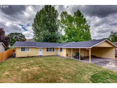 Yamhill County Multi Family Home For Sale: 705 Holly Dr
