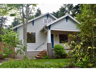 Portland Single Family Home For Sale: 6027 NE 33rd Ave