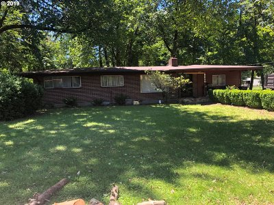 Single Family Home For Sale: 8636 SE Harney St