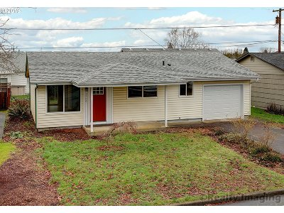Woodburn Single Family Home For Sale: 2100 Umpqua Rd