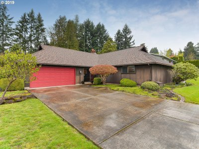 Milwaukie Single Family Home For Sale: 4369 SE Old Orchard Ct