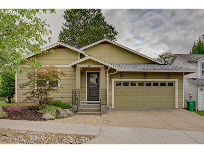 Clackamas Single Family Home For Sale: 13854 SE Red Sunset Ave
