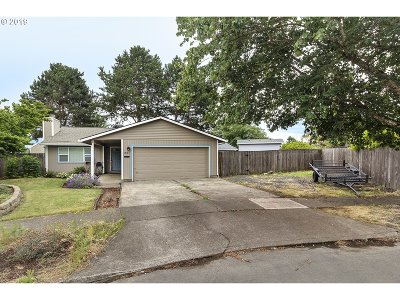 Forest Grove Single Family Home For Sale: 1831 Yew Ct