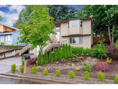 Troutdale Single Family Home For Sale: 305 SE 14th St