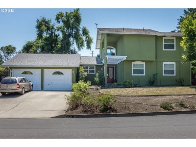 Roseburg Single Family Home For Sale: 2075 NW Canterbury Dr