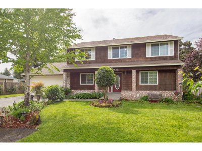 Milwaukie Single Family Home For Sale: 18537 SE Wilmot St