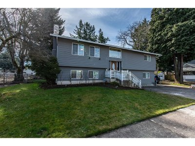 Portland Single Family Home For Sale: 10304 NE Tillamook St