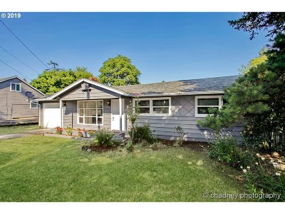 Portland Single Family Home For Sale: 2234 SE 117th Ave