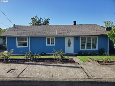 Myrtle Creek Single Family Home For Sale: 320 NE Rice St