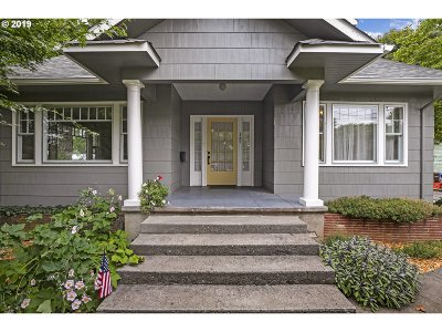 Gresham Single Family Home For Sale: 147 NW 12th St