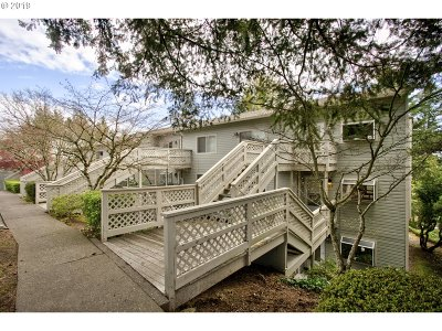 Lake Oswego Condo/Townhouse For Sale: 3433 McNary Pkwy