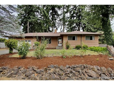 Portland Single Family Home For Sale: 13225 SE Claybourne St