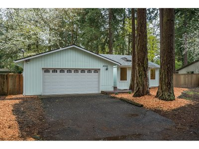 Lake Oswego Single Family Home For Sale: 16726 Carnegie Ave