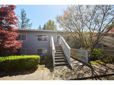 Lake Oswego Condo/Townhouse For Sale: 3433 McNary Pkwy #211