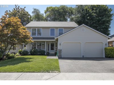 Clackamas Single Family Home For Sale: 14904 SE Pinegrove Ct
