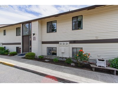 Multnomah County, Clackamas County, Washington County, Yamhill County, Marion County Condo/Townhouse For Sale: 12160 SW Royal Ct #D