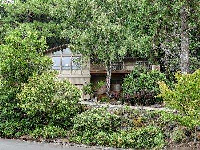 Lake Oswego Single Family Home For Sale: 30 Westridge Dr
