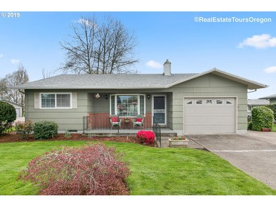 Woodburn Single Family Home Sold: 1910 Country Club Rd