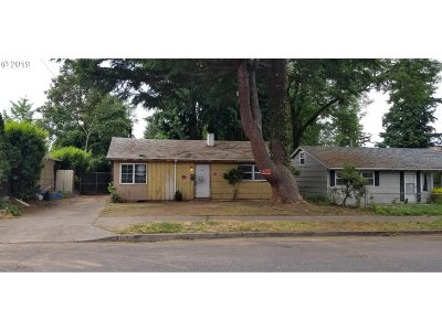 Single Family Home For Sale: 10303 N Oswego Ave
