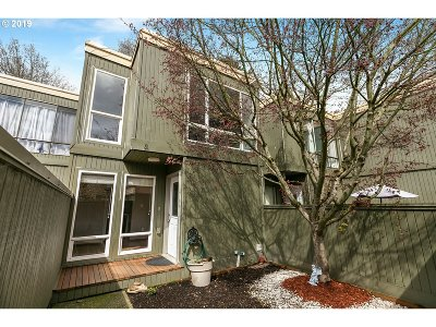 Beaverton Condo/Townhouse For Sale: 1553 NW Midlake Ln
