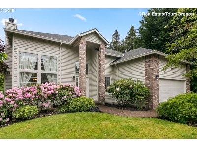 Portland Single Family Home For Sale: 10624 NW Harding Ct