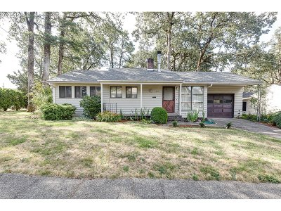 Milwaukie, Gladstone Single Family Home For Sale: 575 E Hereford St