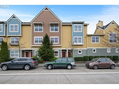 Clark County Condo/Townhouse For Sale: 790 SE Fairwinds Loop