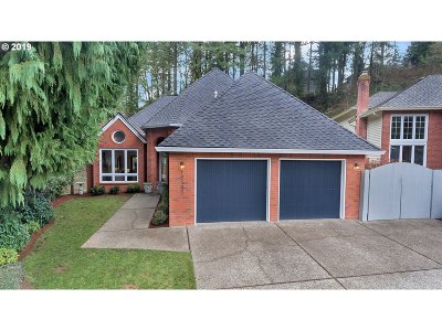 Lake Oswego Single Family Home For Sale: 15545 Village Park Ct