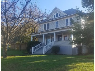 Roseburg Single Family Home For Sale: 1157 SE Douglas Ave