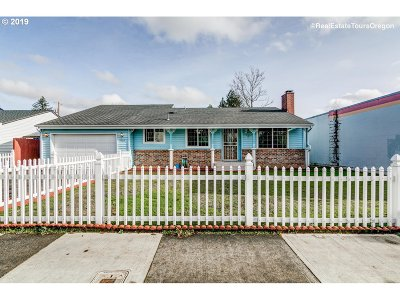 Portland Single Family Home For Sale: 4406 SE 112th Ave