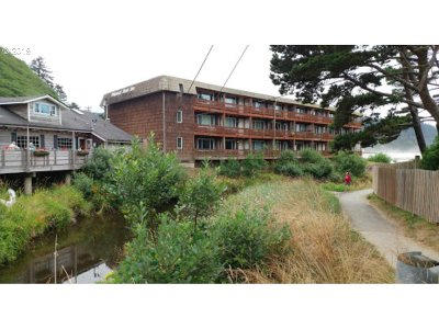 Condo/Townhouse For Sale: 48988 Hwy 101 Hwy #136F