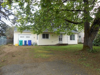 Portland Single Family Home For Sale: 13821 SE Bush St