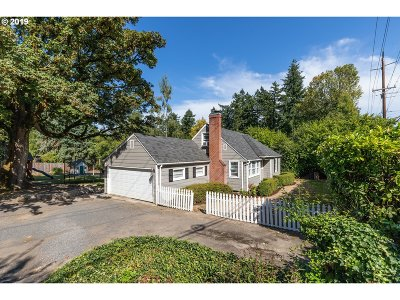 Lake Oswego, West Linn Single Family Home For Sale: 2001 Country Club Rd