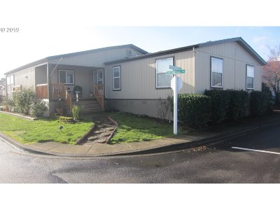 Newberg Single Family Home For Sale: 1000 Wilsonville Rd #34