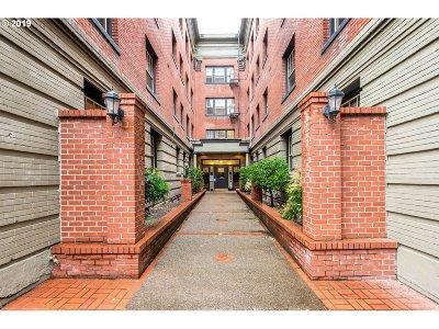 Portland Condo/Townhouse For Sale: 2109 NW Irving St #104