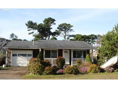 Lincoln City Single Family Home For Sale: 2159 NW Keel Ave