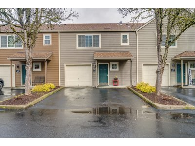 Tualatin Condo/Townhouse For Sale: 7139 SW Sagert St #105
