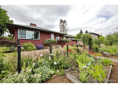 Multnomah County Single Family Home For Sale: 7330 NE Skidmore St