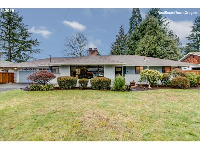 Milwaukie Single Family Home For Sale: 6634 SE Charles St