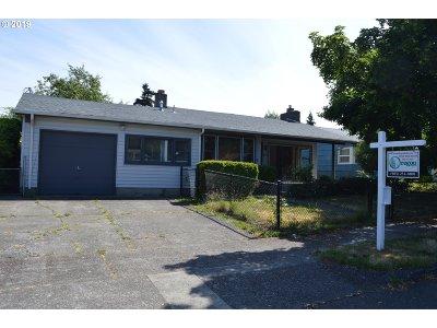 Multnomah County Single Family Home For Sale: 12000 NE Morris St