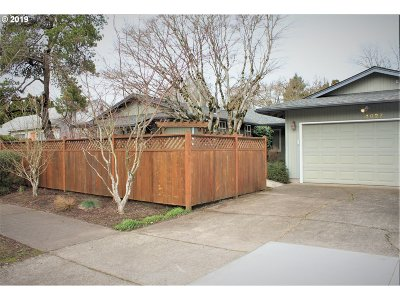 Portland Single Family Home For Sale: 4027 SE Rex St