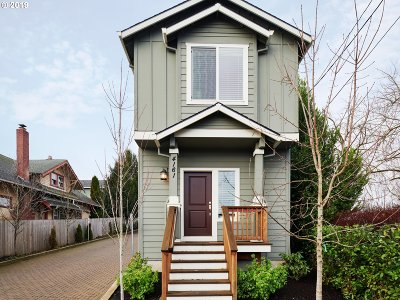 Portland Single Family Home For Sale: 4161 SE 37th Ave